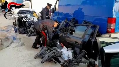 All'interno di uno sfascio diversi pezzi di auto rubate: arrestato 46enne