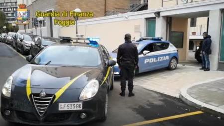 Bombe ai negozi, operazione antiracket contro i clan: 16 arresti