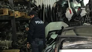 Sequestrato un deposito di ricambi di auto: due denunce