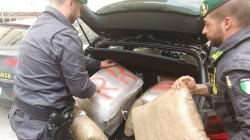 Trasportava 48 kg di marijuana: arrestato 70enne corriere della droga