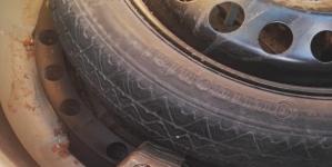 Nasconde 1 kg di hashish nella ruota di scorta: arrestato 36enne