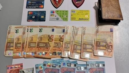 Rubano borsello con carte di credito e prelevano denaro: arrestati due napoletani