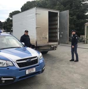 Sequestrato furgone carico di prodotti ittici rubati a Poggio Imperiale