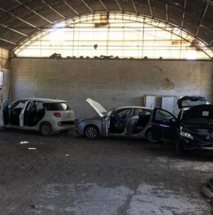Auto rubate rinvenute in un capannone in località Borgo Mezzanone