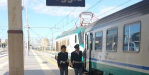 Ruba merce nel bar della stazione di Foggia e picchia barista: arrestato 27enne