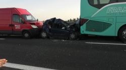 Maxi tamponamento sull'A14 tra 5 auto e un pullman: feriti lievi