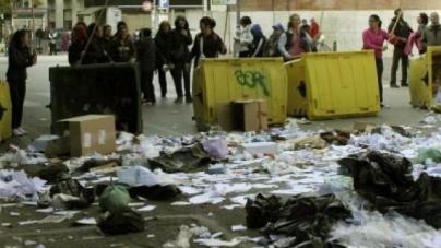Da 14 anni in container invasi da topi e blatte: la protesta delle mamme