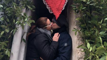 Vico, con un bacio vinci una settimana di vacanza sul Gargano