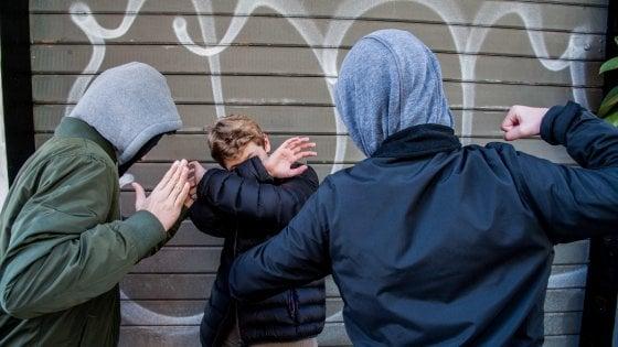 """Bullismo nel """"Parco San Felice"""" di Foggia: 14enne picchiato da branco"""
