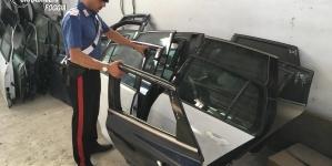 Capannone diventa bazar di pezzi di auto rubate: due arresti