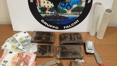 Spaccio di droga nei pressi di un circolo ricreativo: arrestati tre giovani