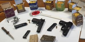Armi da guerra e munizioni in un box del quartiere Cep di Foggia: arrestato 66enne