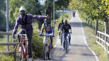 Lanciano pietre contro extracomunitari: arrestati due giovani foggiani per razzismo e lesioni