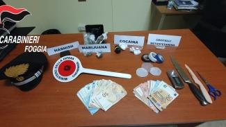 Blitz in un circolo privato: arrestato proprietario mentre confezionava cocaina