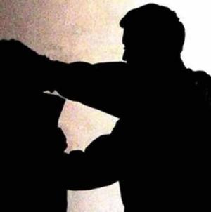Volontario 60enne insultato e picchiato in oratorio: individuato e fermato un 15enne