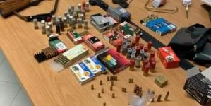 Armi, munizioni e bombe in casa: arrestato 48enne incensurato