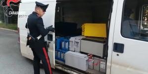 Sorpreso a scaricare merce rubata da un furgone: arrestato 50enne