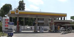 Aggredisce benzinaio con un'ascia: denunciato 54enne automobilista
