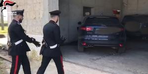 """Rubavano auto di lusso in tutta Italia per poi """"ripulirle"""" a Cerignola: due arresti"""